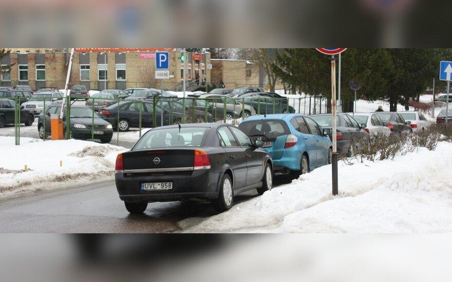 Santariškių vargas – ligoninės pacientų automobiliai