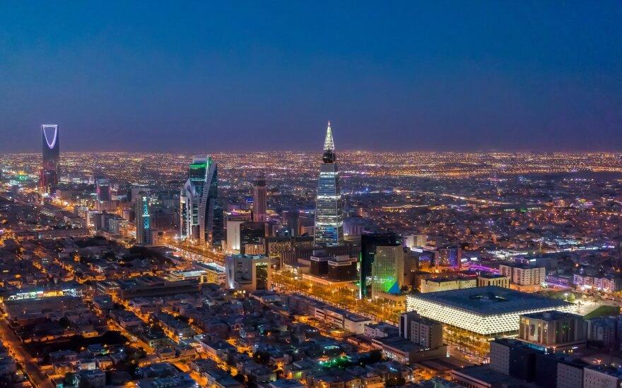 Saudo Arabijos naftos eksporto vertė pirmąjį ketvirtį sumažėjo daugiau kaip penktadaliu