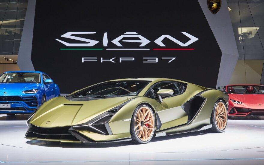 """Frankfurto automobilių parodoje """"Lamborghini"""" pristatė naują superautomobilį """"Sian"""""""