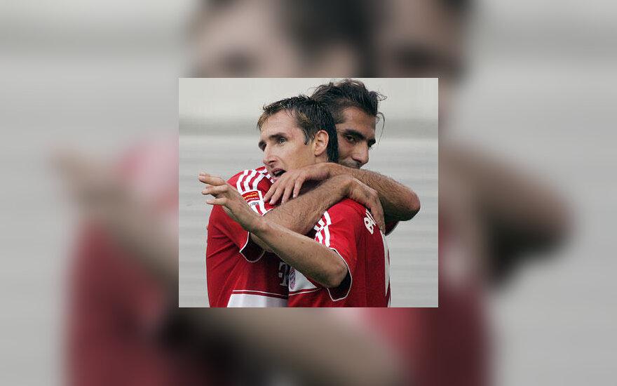 """Miroslav Klose ir Hamit Altinpop (""""Bayern"""")"""
