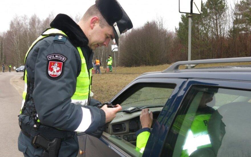 Per reidą Vilniaus kelių policija priminė: neduokit kyšio