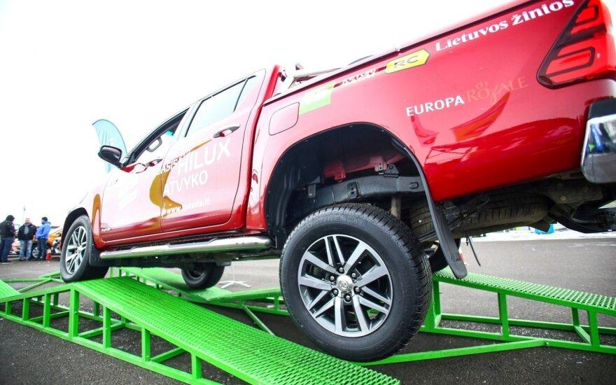 """""""Toyota Hilux"""" susitvarkė su visom užduotim"""