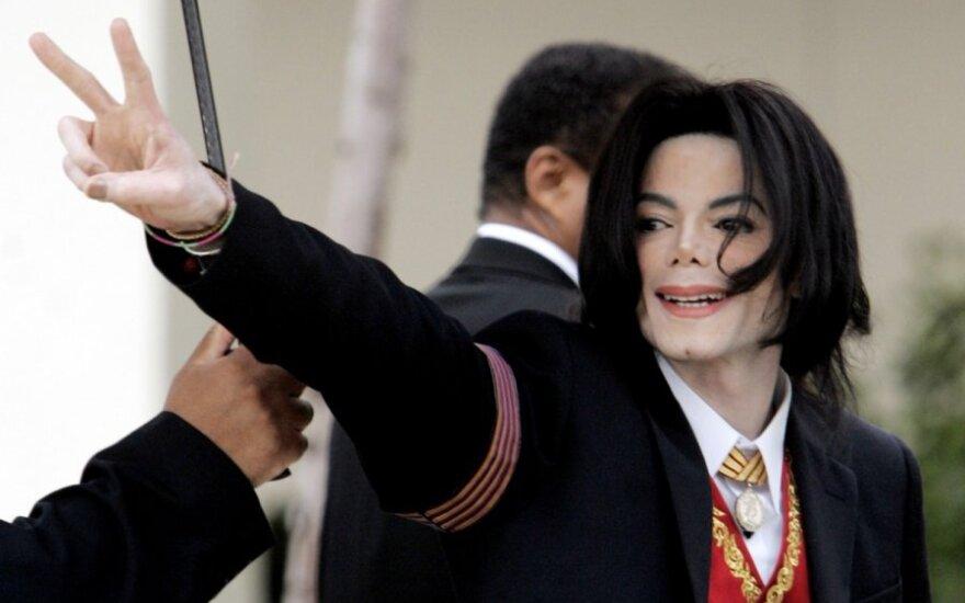 Po kaltinimų Michaelui Jacksonui dėl seksualinio išnaudojimo – drastiškas atsakas iš radijo stočių