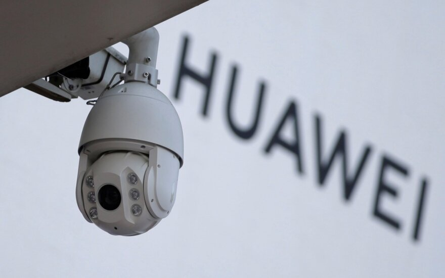 """""""Huawei"""" atsakas į kaltinimus: investuos 176 mln. eurų į kibernetinį saugumą"""