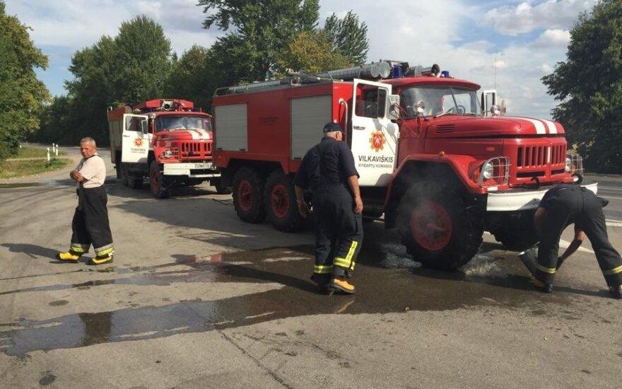 """Pasipiktino: ugniagesiams gelbėtojams tenka """"matuotis"""" devynis amatus"""