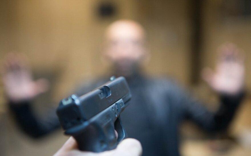 Klaipėdoje vyras nuo užpuolikų apsigynė ginklu