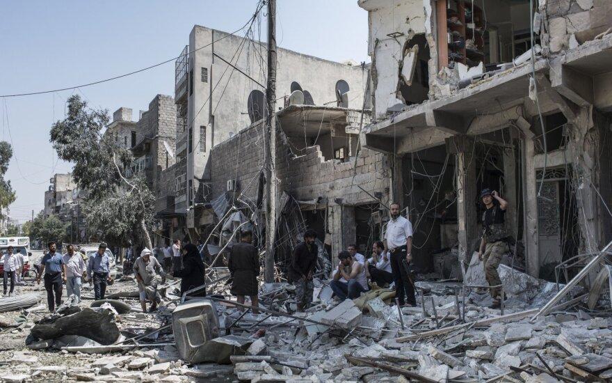 Rusija tvirtina nebombarduojanti sukilėlių užimtų Alepo kvartalų