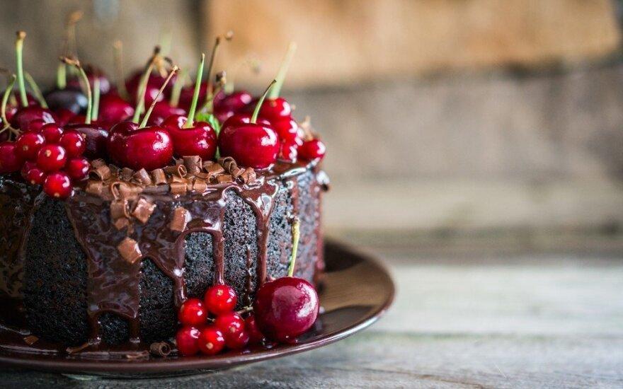 Dieviškai skanus šokoladinis tortas su vyšniomis