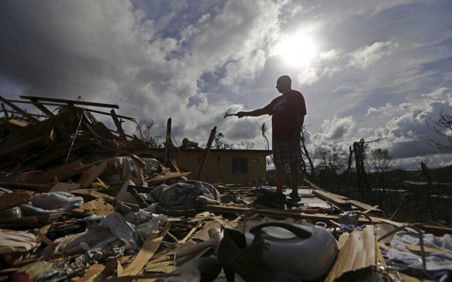 D. Trumpas lankysis audros nuniokotame Puerto Rike