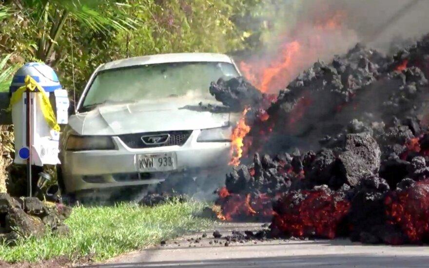 Ugnikalnio išsiveržimo nuniokotoje Havajų gyvenvietėje atsivėrė dvi naujos stemplės