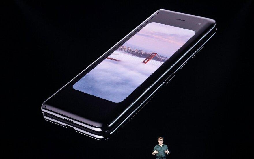 Prasidėjusi sulankstomų telefonų karštinė verčia aukštyn kojomis Kinijos rinką