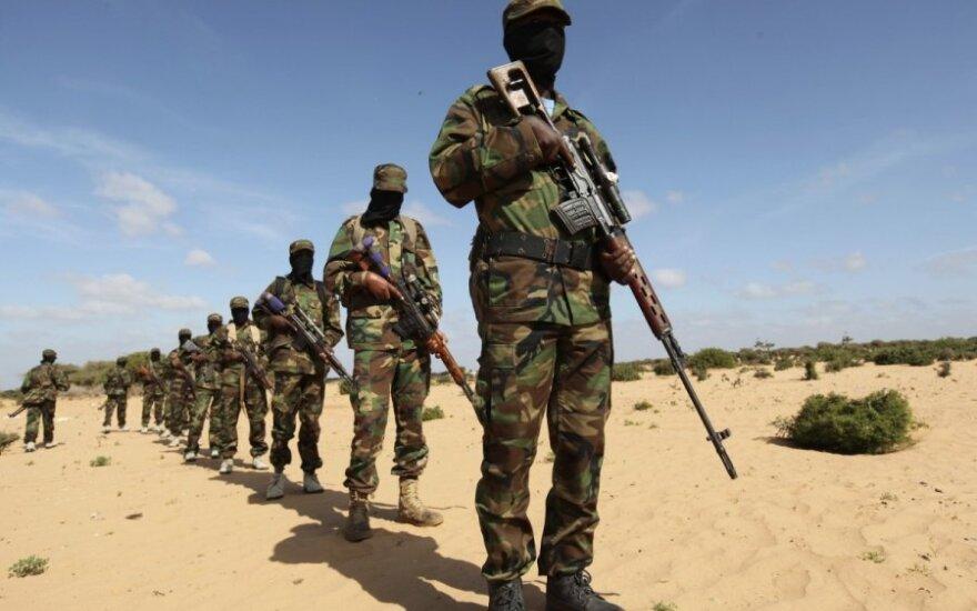 """""""Al Shabaab"""" islamistai šturmuoja Somalio darbo ministerijos pastatą, sužeista mažiausiai 11 žmonių"""