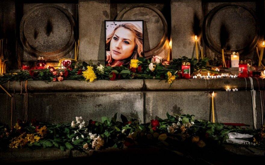 Žmonės Bulgarijoje gedi nužudytos žurnalistės Viktorijos Marinovos