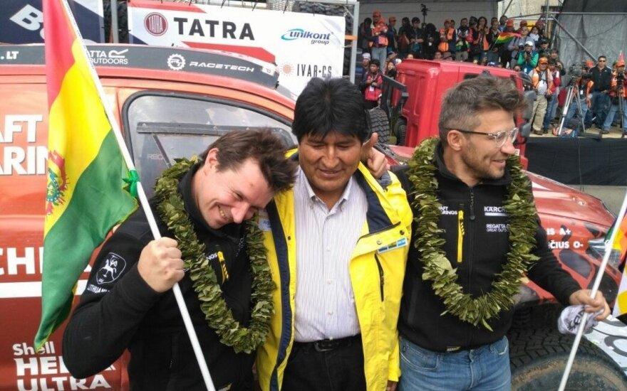 A. Juknevičius ir D. Vaičiulis su E. Moralesu