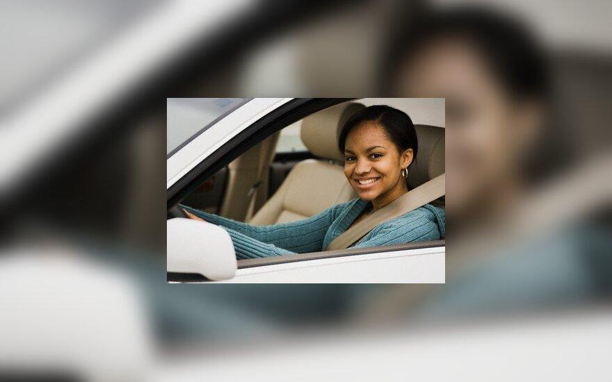 JAV moterys nuperka daugiau automobilių nei vyrai