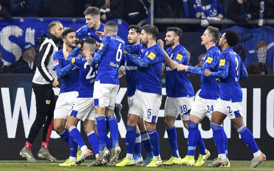 """""""Schalke"""" sirgaliai džiaugiasi pirmuoju įvarčiu"""