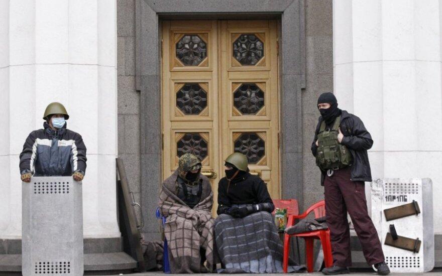 V. Janukovyčius nebereikalingas: Ukraina gyvena pagal 2004 m. įstatymus