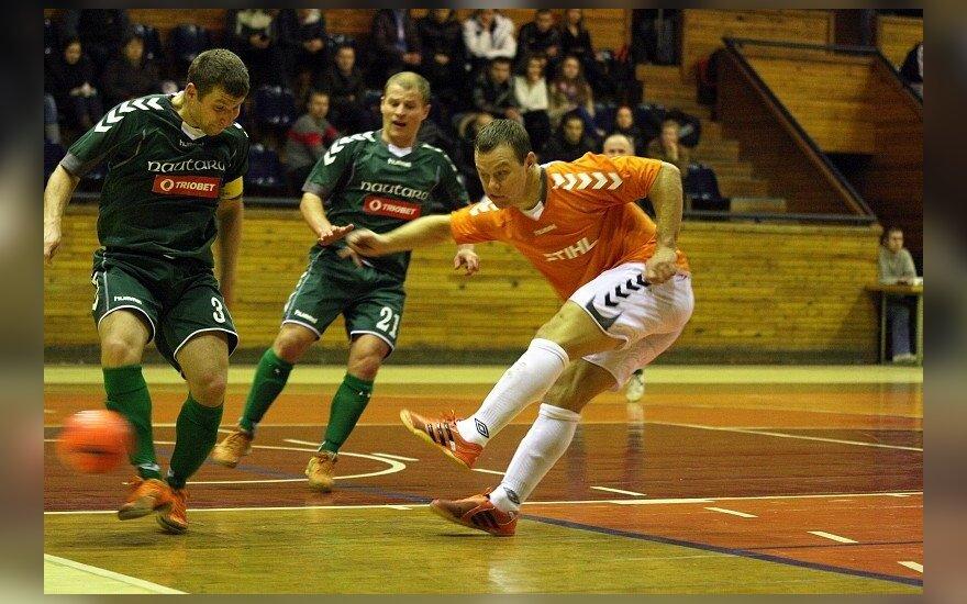 Lietuvos salės futbolo A lygos mačuose šeimininkai ir svečiai pasidalijo po pergalę
