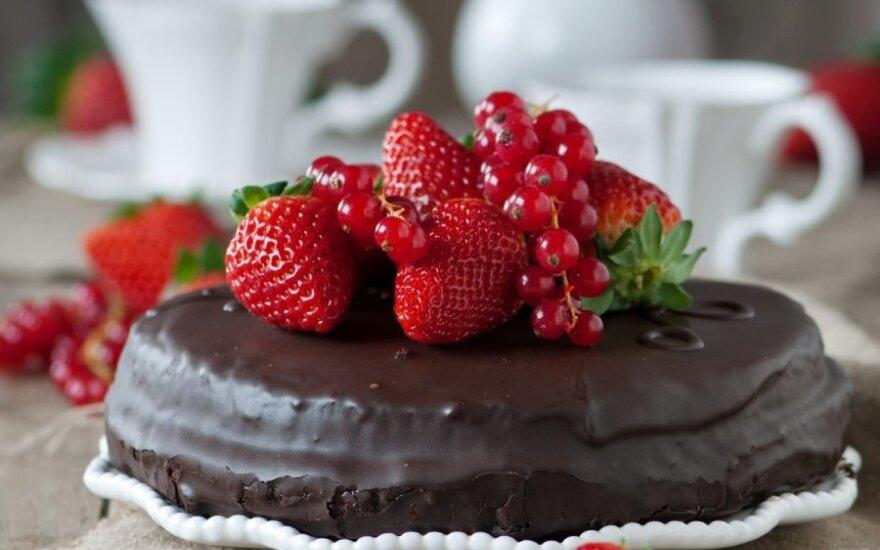 Tortas su šokolado glajumi