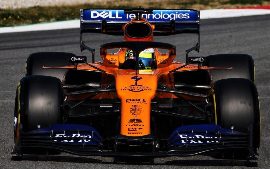 """Testuojamas """"McLaren"""" bolidas Barselonos trasoje"""