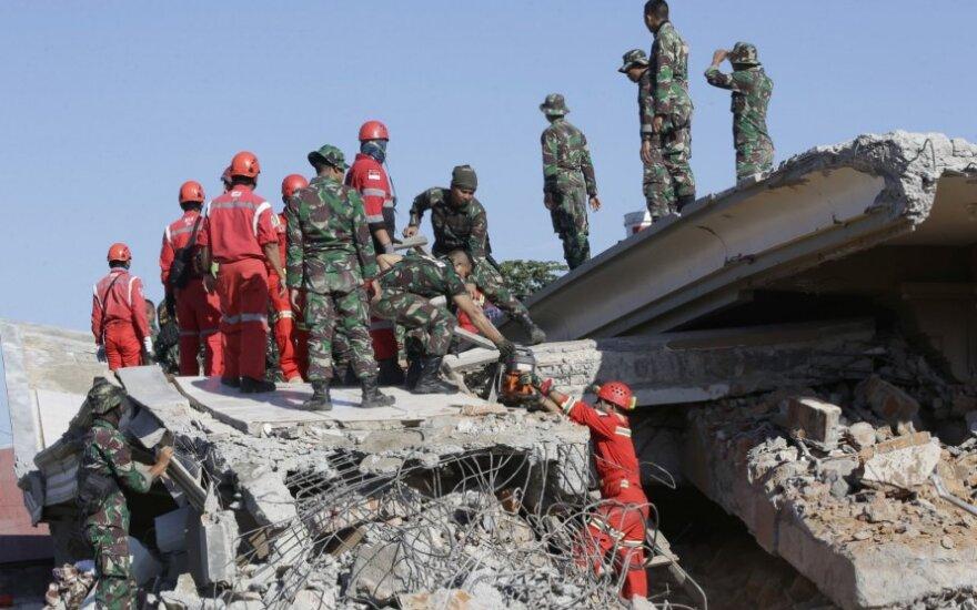 Žemės drebėjimų aukų Indonezijoje padaugėjo iki 555
