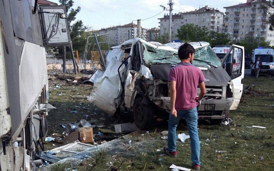 Turkijos pietryčiuose po galingo sprogimo dingusiais laikoma 12 civilių