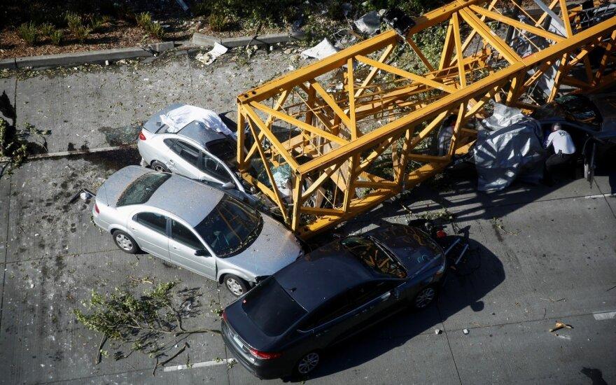 Keturi žmonės žuvo ir keturi buvo sužeisti JAV Sietlo mieste nukritus kranui Ispanijoje