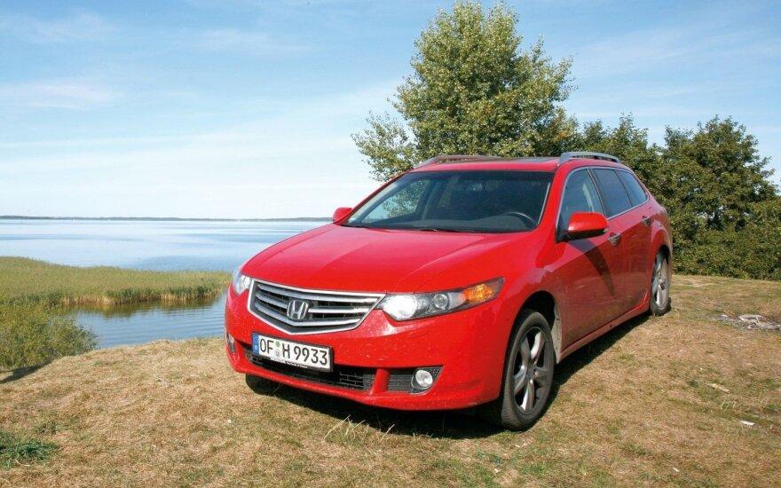 """Vasara prie ežero ar žiema kalnuose – """"Honda Accord"""" buvo ištikimas visų kelionių palydovas ir nė karto nesugedo"""