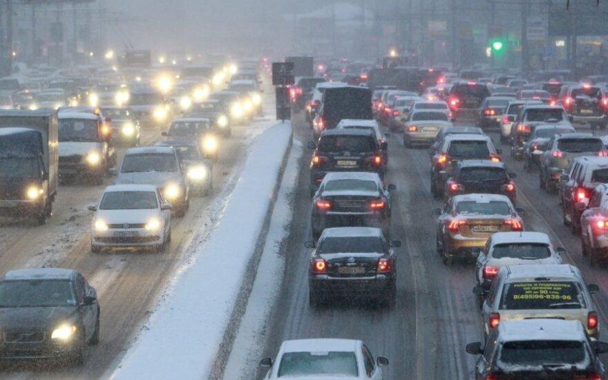 Milžiniškų spūsčių Maskvoje priežastys – prastas oras bei didelis automobilių kiekis