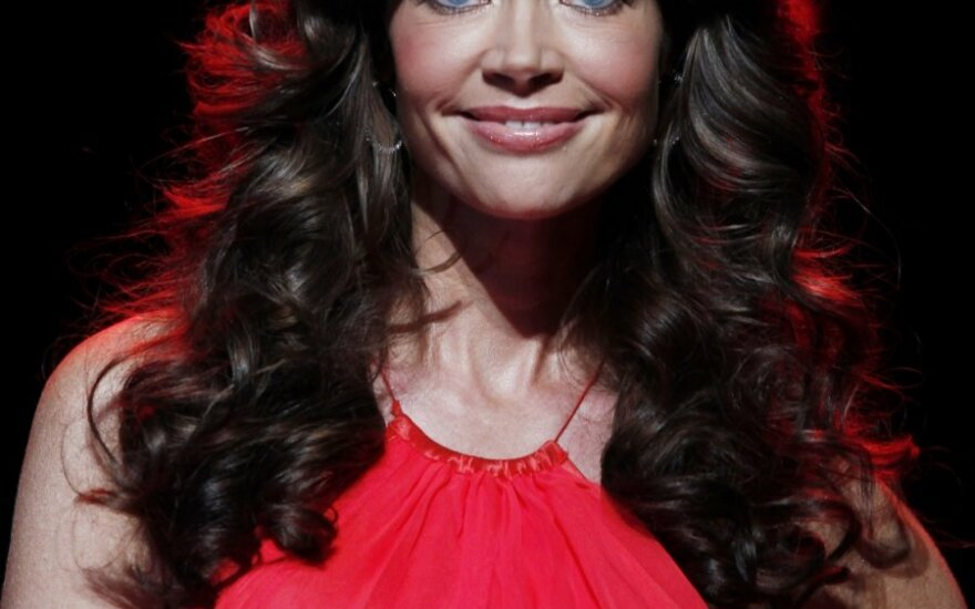 Aktorė D.Richards priglaudė šunytį iš uragano nusiaubto rajono