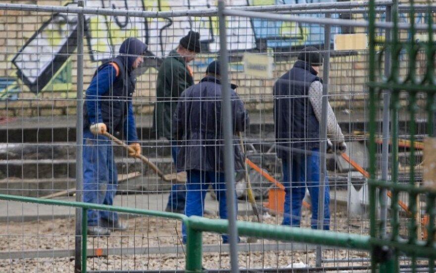 Paradoksas: bedarbių šalyje darbuotojus tenka importuoti