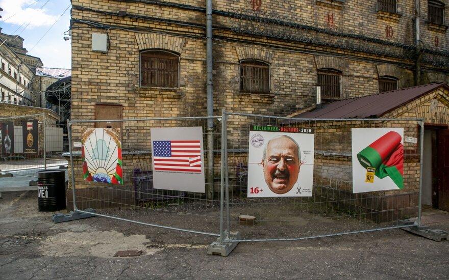 Lukiškių kalėjime Baltarusijos menininkai pristatė savo kūrinius: skausmą dėl kenčiančių tėvynėje išreiškia menu