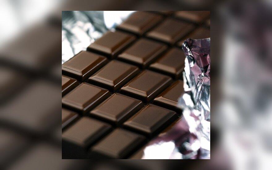 Už suvalgytą šokoladą motinos mušamas aštuonmetis iššoko per langą