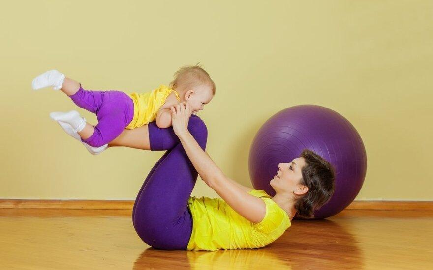 Medikas pataria: kaip sugrįžti į sportą po gimdymo?