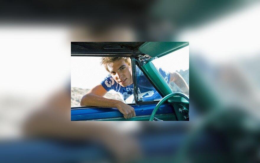 Seimas gali uždrausti imti didesnes draudimo įmokas iš jaunų vairuotojų