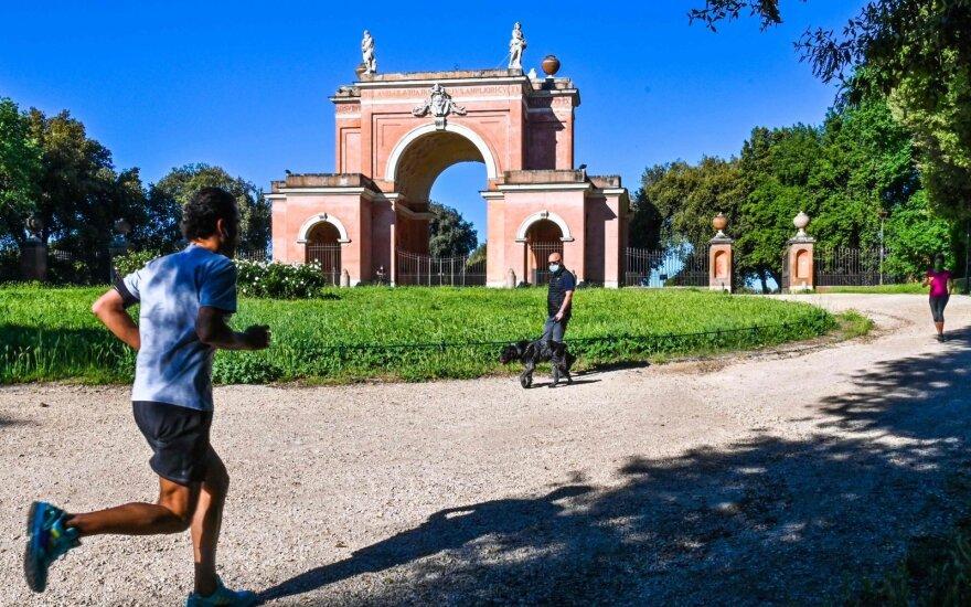 Italams leista išeiti į lauką: jaučiame ir džiaugsmą, ir baimę
