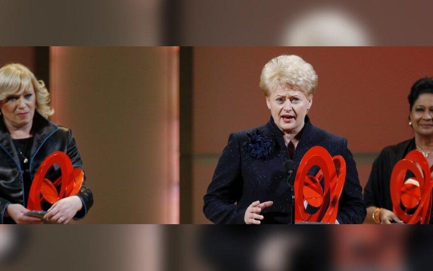 Dalia Grybauskaitė atsiima Metų moters apdovanojimą