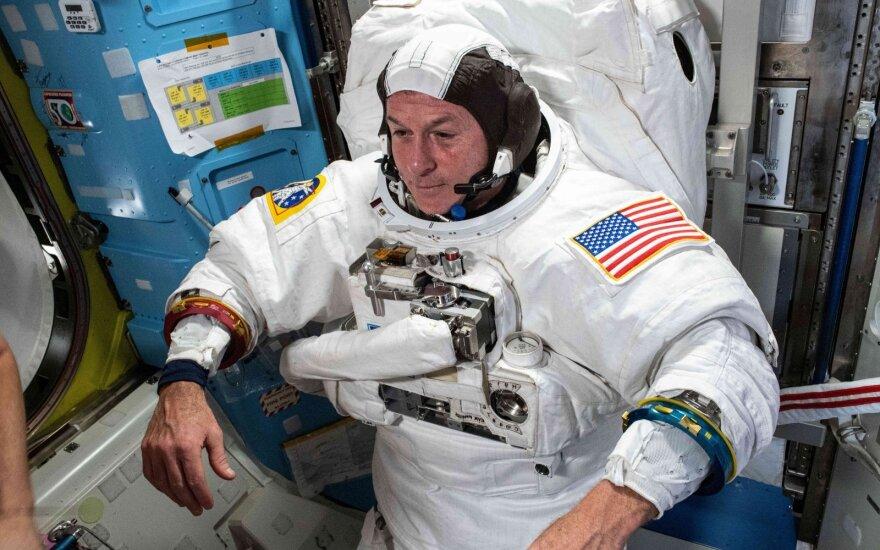 Astronautai.