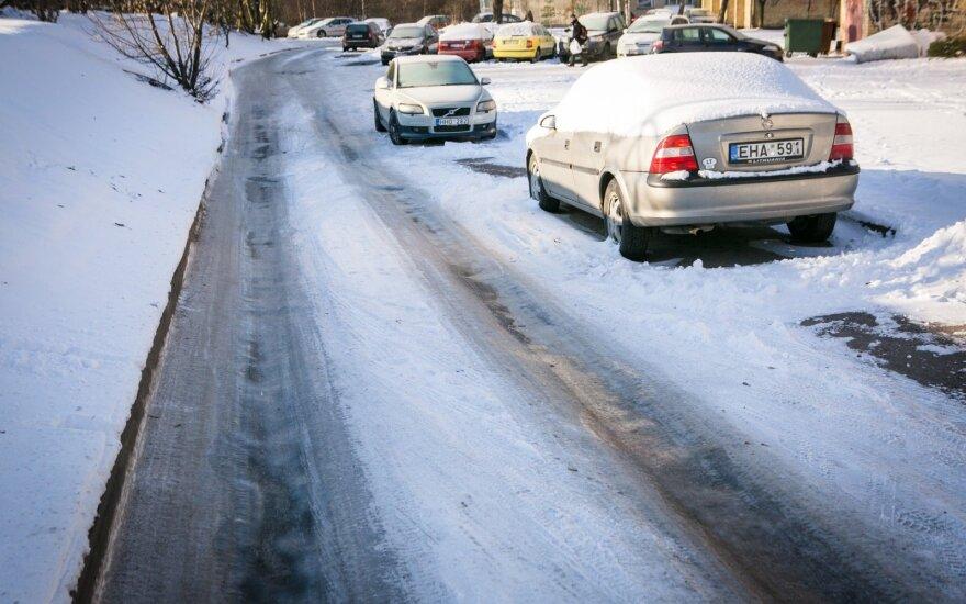 Kelininkai įspėja dėl slidžių ruožų keliuose