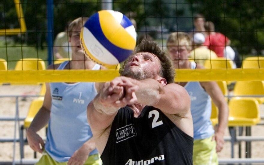 Lietuvos paplūdimio tinklino antrajame etape vėl nugalėjo M.Vasiliauskas ir A.Bekišas
