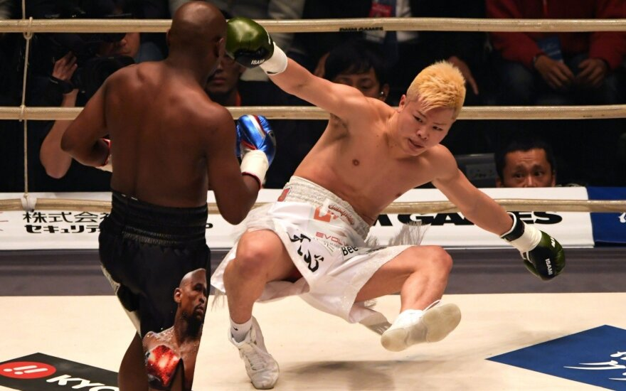 "Floydas ""Money"" Mayweatheris ir Tenshina Nasukawa"