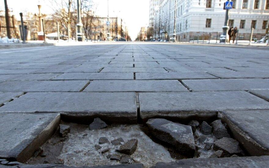 Ekspertų išvados: beveik pusę Gedimino prospekto grindinio reikia keisti, padaryta žala – apie 10 mln. Lt