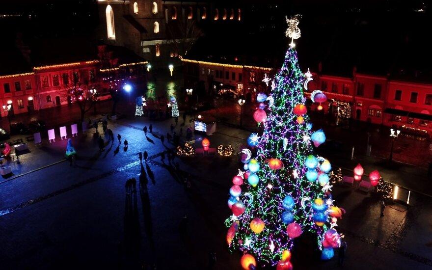 """Kauno """"kosminė"""" Kalėdų eglė iš drono"""