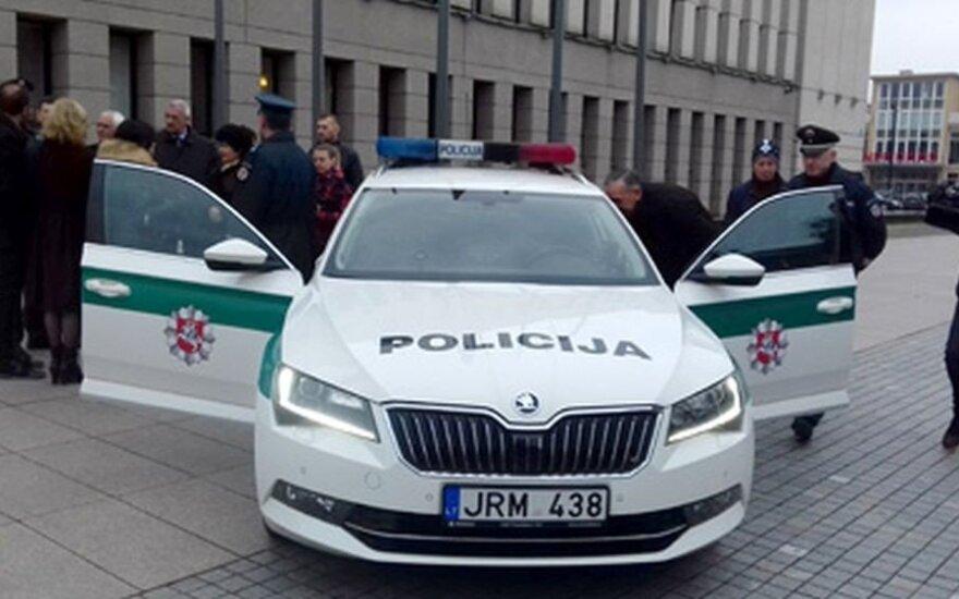 """Alytaus policijos """"Škoda Superb"""" su modernia įranga"""