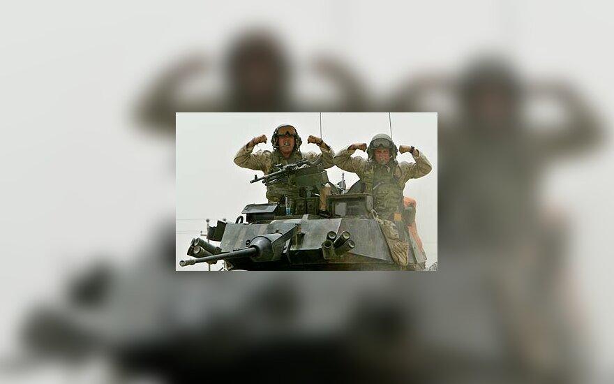 Fotografui pozuoja JAV kariai Irake