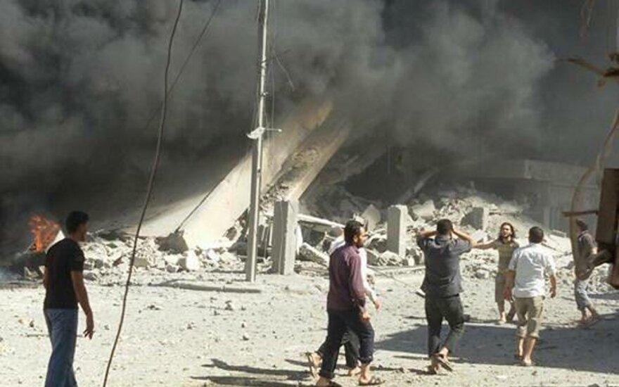 Sirijoje – naujos rusų atakos, pasigirdo reikalavimas nedelsiant nutraukti operaciją