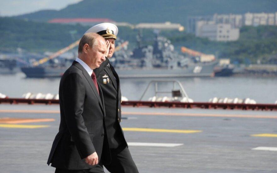 Vladimiras Putinas lėktuvnešyje Admirolas Kuznecovas 2014 m. liepos 27 d.