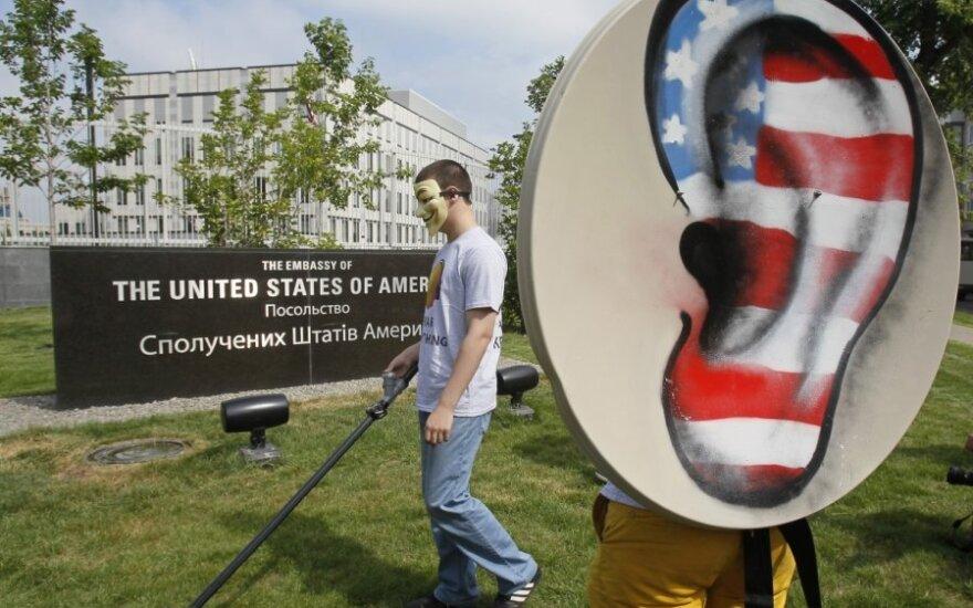 V. Putinas: E.Snowdenas privalo liautis kenkęs mūsų partneriams amerikiečiams