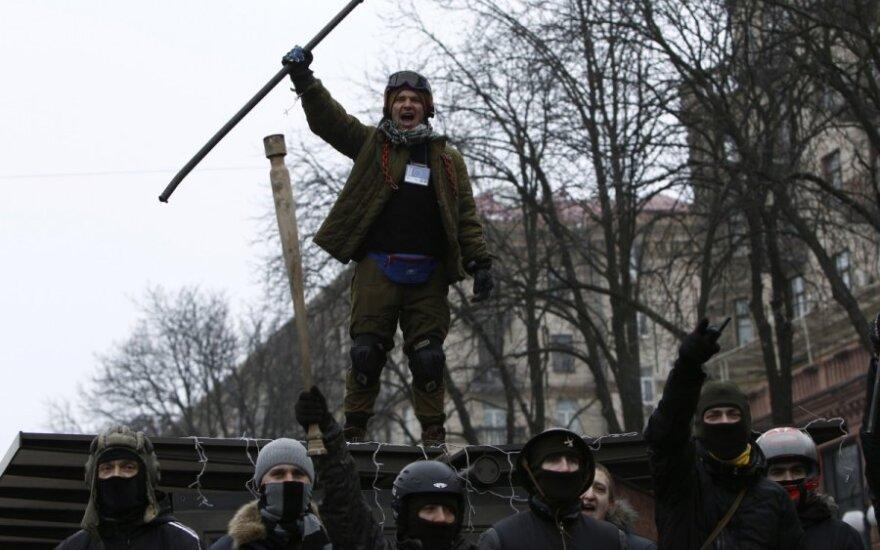 Ukraina: į laisvę paleisti visi protestuotojai