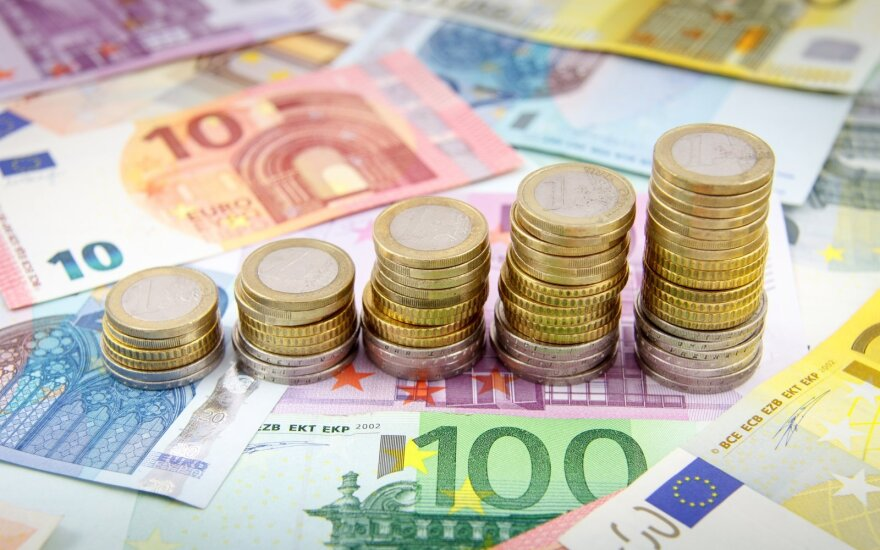 Penktadalis jaunimo mano, kad po penkerių metų jų pajamos viršys 2 tūkst. eurų